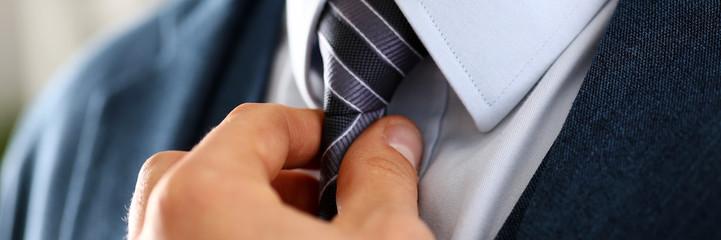 Jak wiązać krawat? 3 sposoby wiązania krawata
